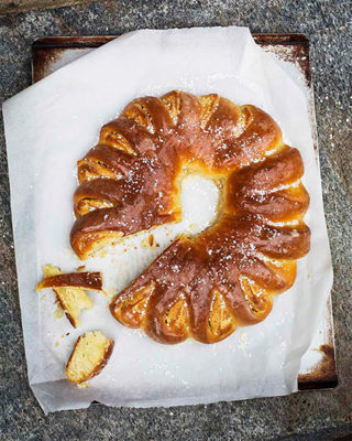 Swedish Almond Wreath (Mandelkrans)